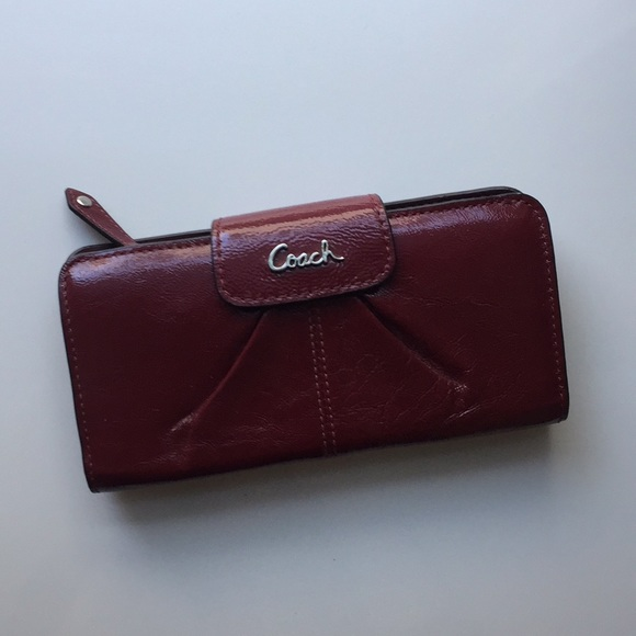 Coach Handbags - BRAND NEW leather Coach wallet